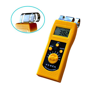 How does a moisture meter work?